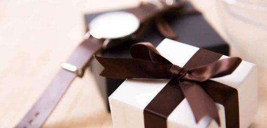 腕時計をプレゼントする事の意味と腕時計のプレゼントの注意点の解説