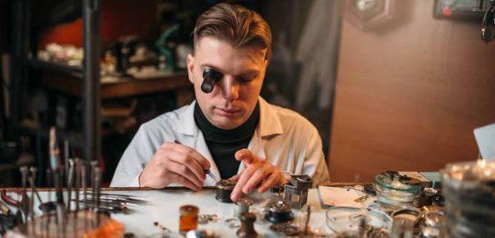 腕時計用の工具とメンテナンスや修理に関する注意点を解説