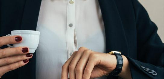 腕時計の革ベルトの魅力と夏でも革ベルトを楽しむ方法の解説