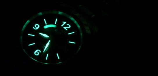 腕時計の夜光機能の歴史 夜光塗料の種類と特徴 見分け方の解説