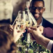 結婚式で腕時計を着用する事についての考え方と相応しい腕時計の解説