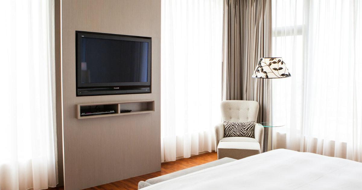 寝室に適したテレビの置き方とは 寝室におすすめな32型テレビ