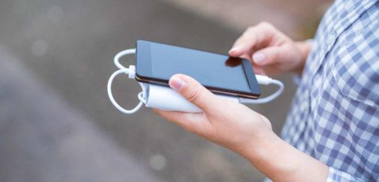 スマホの充電器で100均で購入できる製品の種類と注意点の解説