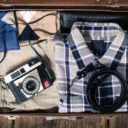 カメラの持ち運びに便利な女子向けのカメラバックとストラップを解説