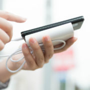 スマホ用充電器でコンセントに差し込めるモバイルバッテリーの選び方