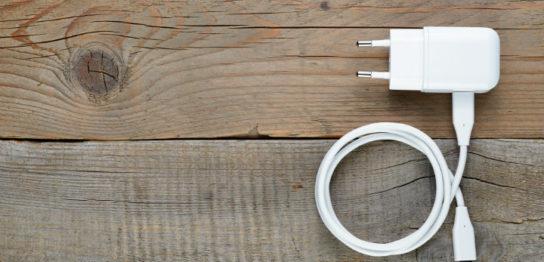 スマホの充電器を綺麗に収納する利点と収納方法の種類 おすすめの品