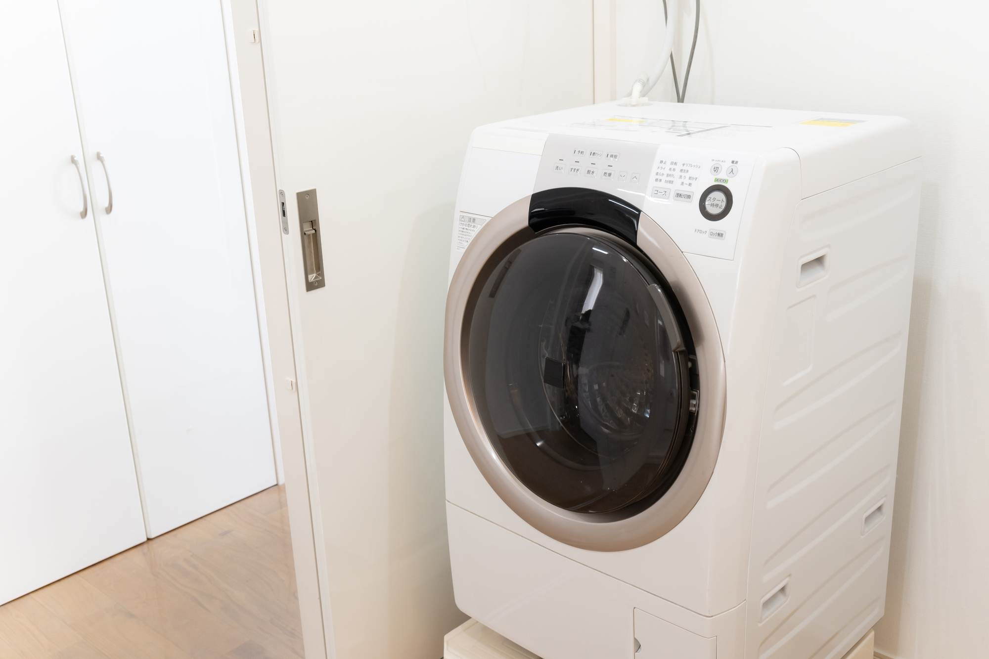 ドラム式洗濯機のメリットとデメリット 掃除が必要になる場所を解説