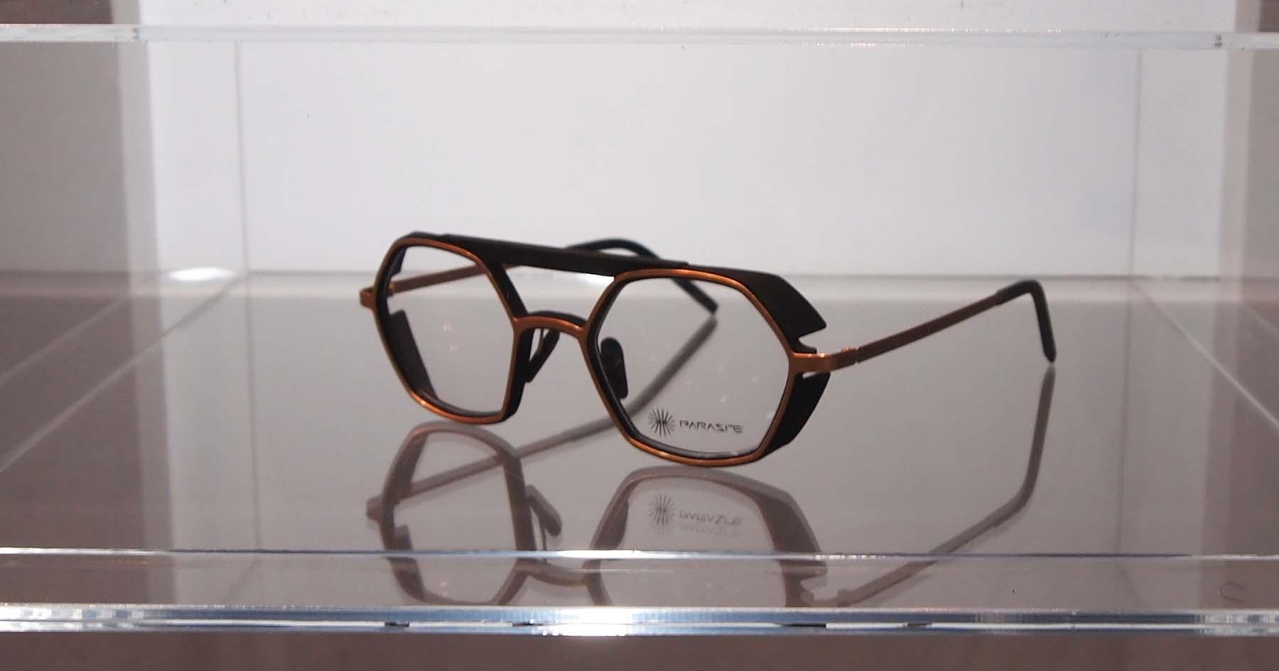 パラサイト メガネ